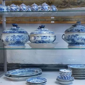 Picture of EXTENSIVE TABLEWARE