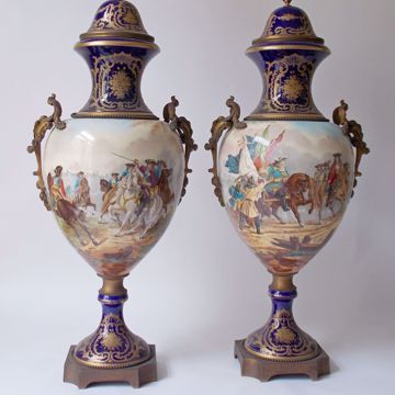 Picture of PAIR OF LIDDED VASES